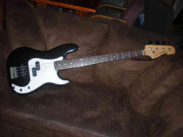 bajo squier presicion bass standard