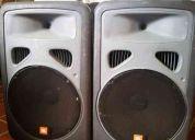 Eon15 jbl 2 bocinas con mezcladora 12 canales