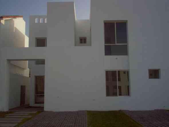Casa sola en renta calle cerro de la villa col quinta for Renta de casas en saltillo