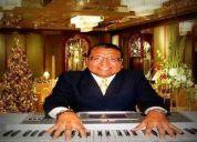 Interprete cantante y sus teclados, telcados y voz