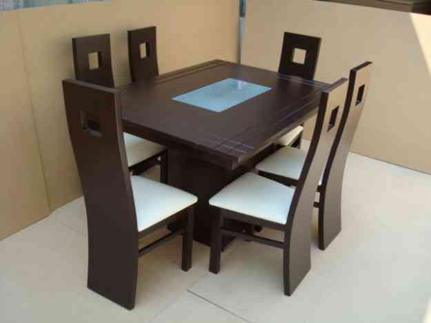 Comedor minimalista chocolate dagge con pedestal 4 sillas for Comedores minimalistas