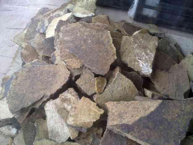 Piedra laja natural para decorar jardinera o fachadas for Jardineras de piedra natural