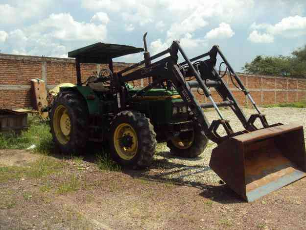 tractor John Deere 2400, 4x4 con pala