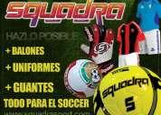 Balones de futbol, medias, uniformes, guantes