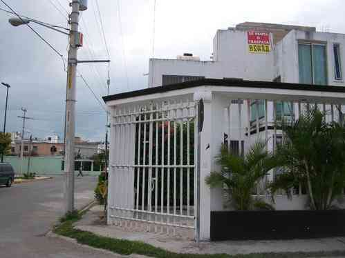 Casa en renta o traspaso en cancun a 10 minutos de la for Renta casa minimalista cancun
