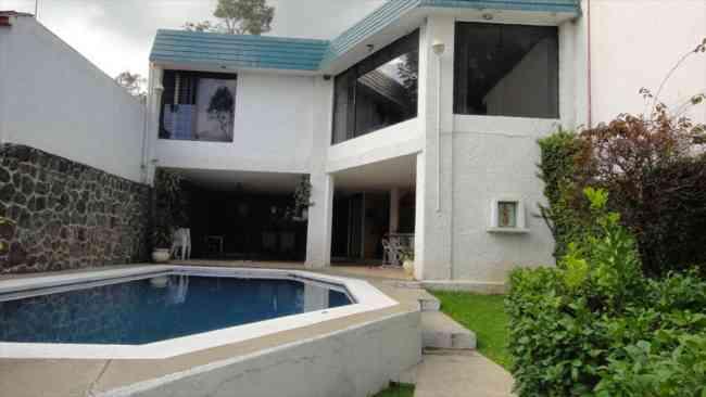 Casa con alberca y jacuzzi fin de semana cuernavaca for Casa con piscina fin de semana