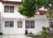 Casa en venta en puerto vallarta con cochera, estudio y jardin
