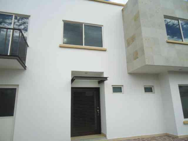 Se vende casa nueva de dos plantas en Villas de Irapuato.