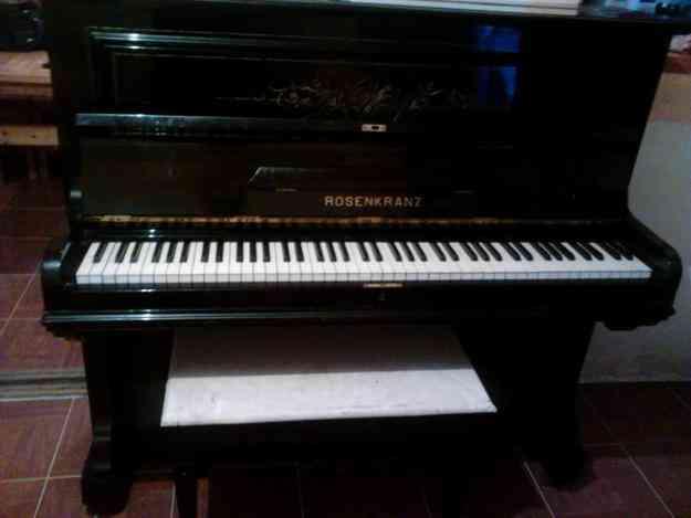 clases de piano, guitarra y canto