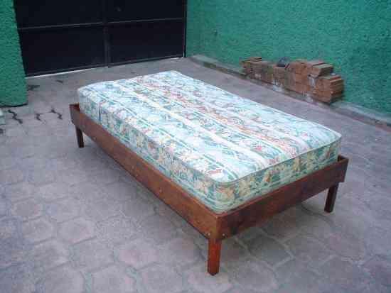 Cama individual colchon y base de madera de primera for Cama individual base y colchon