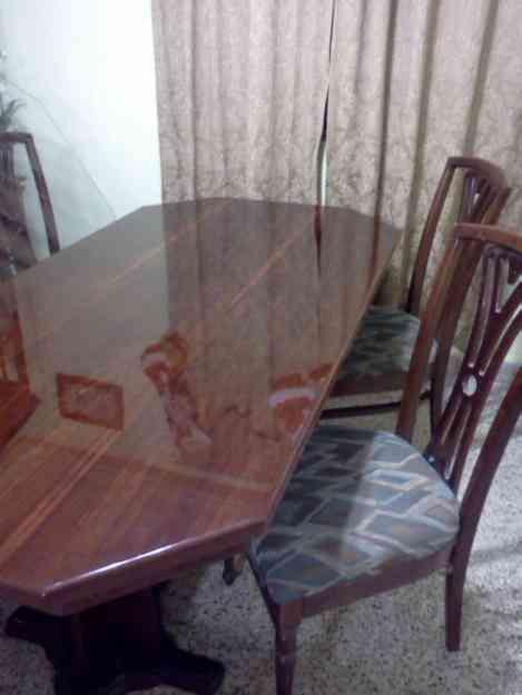 Vendo comedor de 6 sillas 100 madera marca venecia for Comedor de madera 6 sillas