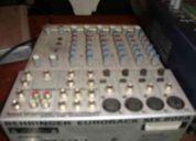 Mezcladora beringer 8 canales