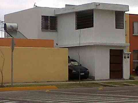 CASA DE 3 RECAMARAS CON LOCAL