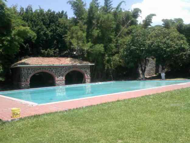 Renta de hermoso jardin con alberca para tu boda for Alberca con jardin