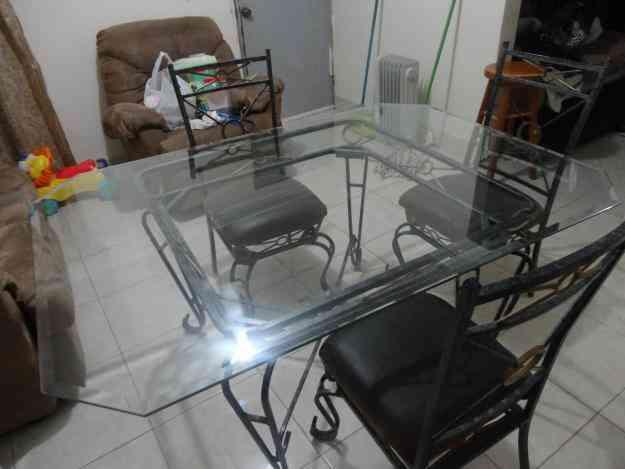 Se vende comedor de herreria 6 sillas muy bonito for Sillas para jardin de herreria