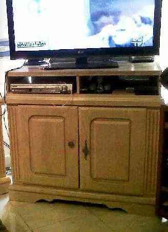Vendo mueble para tv madera ranurada pizarrones for Vendo muebles jardin