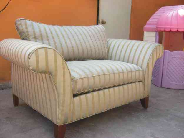 Vendo sofa dos persona color oro tijuana hogar for Vendo muebles jardin