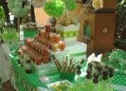 Mesas de dulces, botanas, fruta y postres