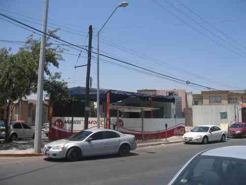 Rento 2 espacios para puesto de tacos en San Nicolás