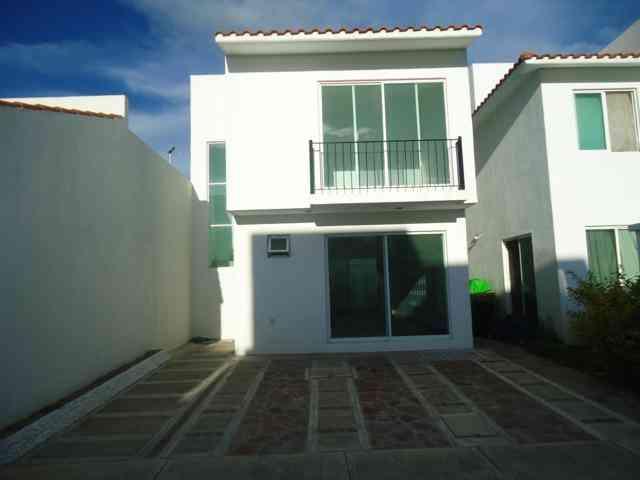 Se vende casa de dos plantas Irapuato Gto.